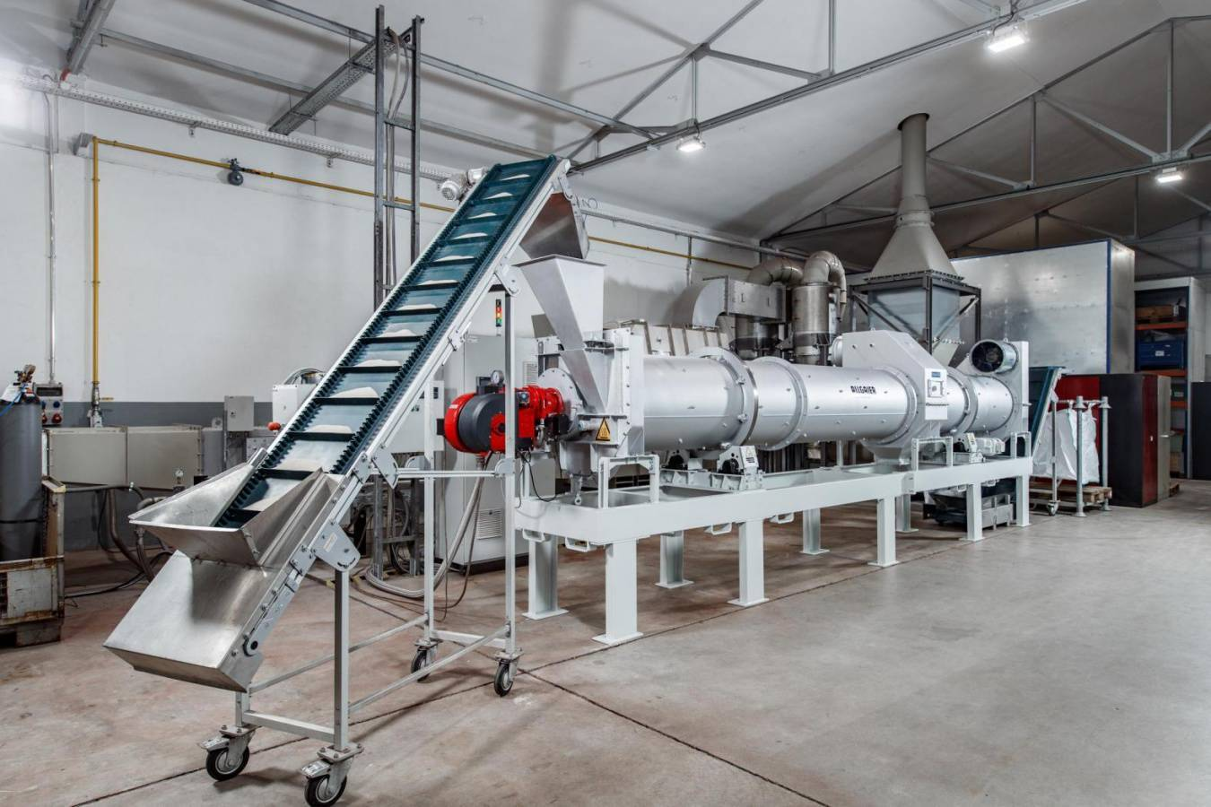 The new TK-D drum dryer / cooler system MOZER as a pilot plant in the Allgaier Test Center, Uhingen, Germany enables the solids to be dried to very low temperatures up to near ambient or cooling air temperatures